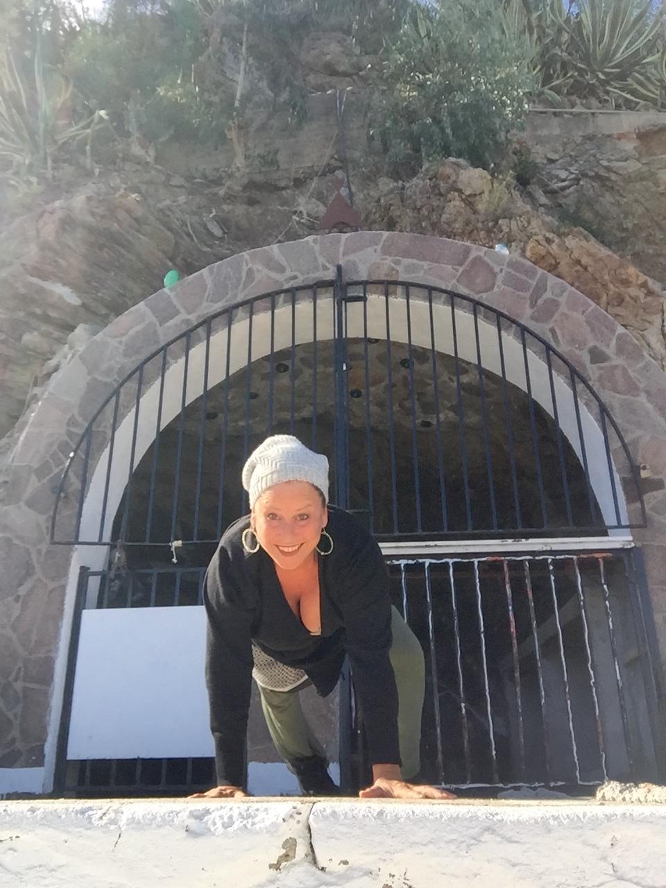 Tanz und Yoga online mit Nora Curcio aus Sizilien